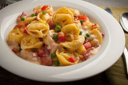 Cheese Tortellini with Bacon, Tomatoes and Peas